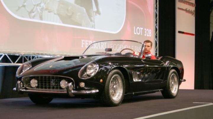 O mașină Ferrari care a aparținut actorului francez Alain Delon a fost vândută la un preț EXORBITANT