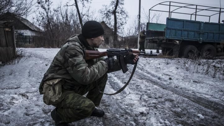 LUPTE GRELE în apropiere de Debalţevo. Militarii ucraineni rezistă atacurilor insurgenţilor (HARTĂ)