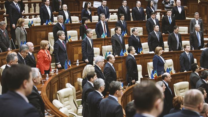 Cinci parlamentari renunţă la mandat. IATĂ NUMELE LOR