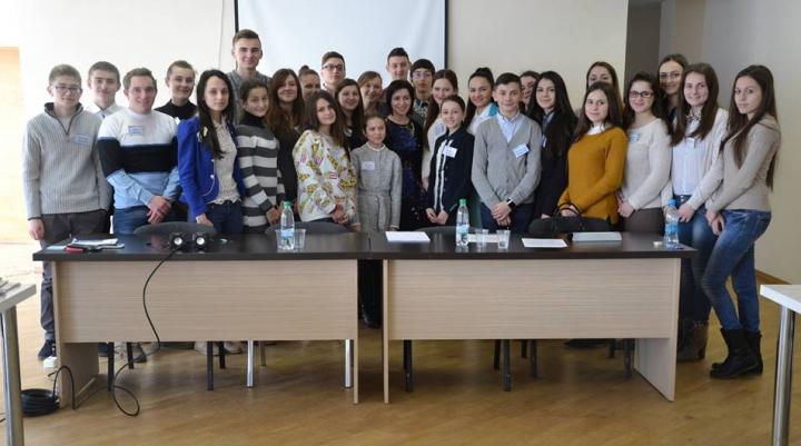 Ministrul Maia Sandu, la discuţii cu membrii Consiliului Național al Elevilor