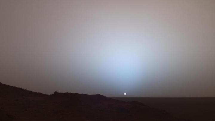 TREBUIE SĂ VEZI ASTA! Cum arată un apus de soare pe planeta Marte (VIDEO)