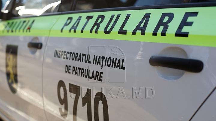Un şofer din Drochia a fost escortat imediat la Inspectorat pentru explicaţii. Ce transporta în camionetă