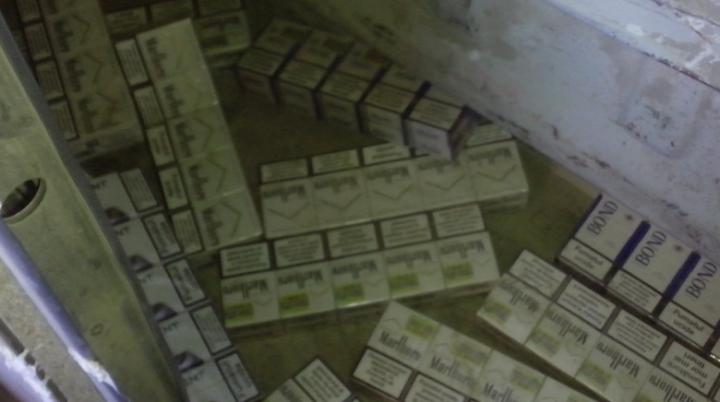 Captură de ţigări de mii de euro la vama Lipcani-Rădăuți. Ce amendă va primi un tânăr