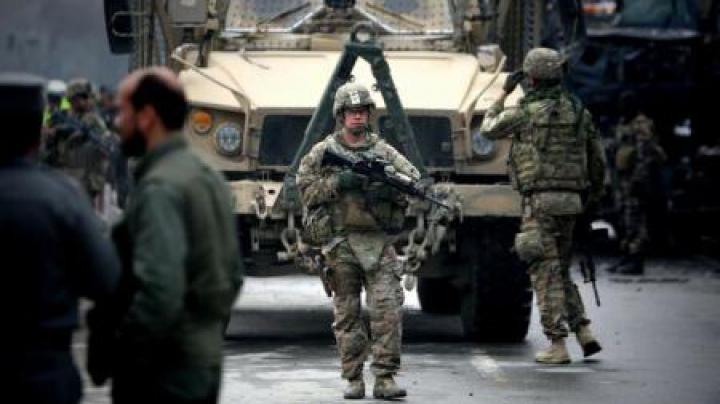 Atentat cu bombă la Kabul asupra unui convoi diplomatic turc ce aparţine NATO
