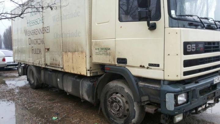 Un şofer a rămas fără camion după ce vameşii au văzut ce aducea din regiunea transnistreană