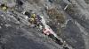 DETALIU NOU: Pilotul aeronavei Airbus A320 a încercat să spargă ușa de la cabină cu toporul