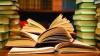 Zeci de tineri au făcut schimb de cărţi într-un parc din Capitală