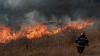 Moldova cuprinsă de incendii de vegetaţie. Oamenii dau foc INTENŢIONAT