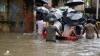 NO COMMENT! Inundaţii devastatoare în India. Sute de oameni şi-au abandonat casele (VIDEO)
