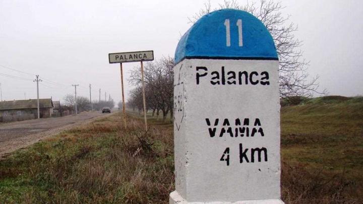 Marfă de contrabandă bine cunoscută de vameşi. Bagajele unui moldovean au trezit interes (FOTO)