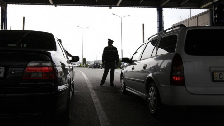 Vameşii români au avut mult de lucru cu maşinile a doi bărbaţi care veneau din Moldova (FOTO)