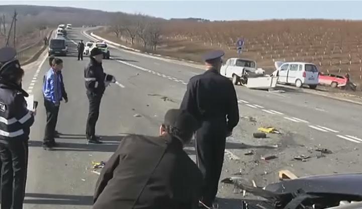 ACCIDENTE în nordul Moldovei. Două persoane AU MURIT pe loc