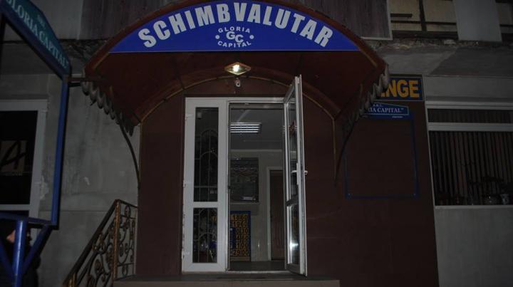 JAF de proporţii la o casă de schimb valutar din Ungheni. Cât s-a furat (FOTO)