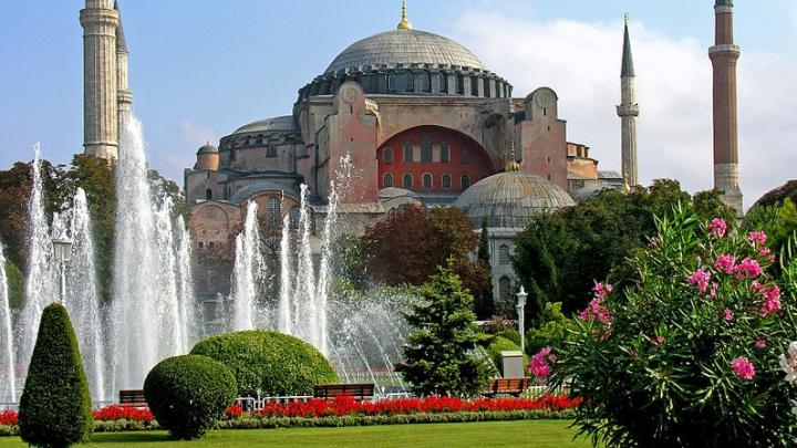 TOP 10 cele mai populare DESTINAȚII turistice ale anului 2015