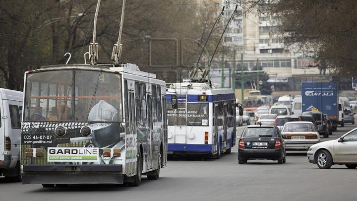 Serviciul InfoTrafic: Străzile Capitalei unde se circulă cu dificultate la această oră