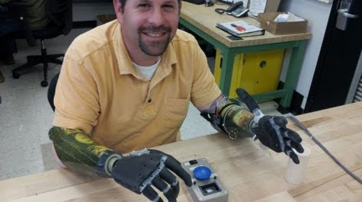 Japonezii au creat mâna bionică controlată cu ajutorul smartphone-ului (VIDEO)