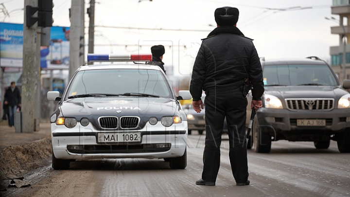 Fuga ruşinoasă, dar inutilă a unui tânăr din Chişinău. De ce îl bănuieşte poliţia