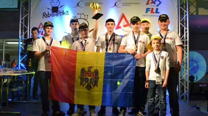 Succes pentru Moldova! Echipa RoboLords a luat premiul 1 la competiţia FIRST LEGO League