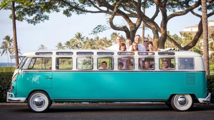 Un microbuz Volkswagen, transformat în limuzină, a fost vândut la un preţ astronomic (FOTO)