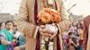 Ciudăţenie din India. Mii de oameni au venit să vadă cu cine se căsătoreşte un bărbat
