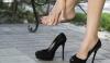 Atenţie, femei! Ar fi bine să nu încălţaţi astfel de pantofi dacă ţineţi la sănătate