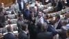 Bătaie în Parlamentul de la Kiev: Un deputat a sărit la gâtul unui coleg (VIDEO)