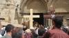 Atmosferă sfântă la Ierusalim! Mii de oameni au mers pe drumul parcurs de Hristos până la Golgota