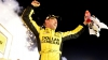 Matt Kenseth s-a impus în etapa a opta la NASCAR după nouă ore de condus
