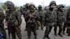 """""""E CIUDAT!"""" Militarii ucraineni trimişi la datorie, uimiți de gestul unui preot (VIDEO)"""