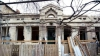 Monumente de valoare arhitecturală, transformate în vitrine pentru haine (VIDEO)