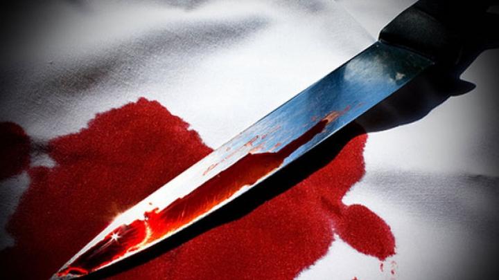 Caz șocant la Rîbnița! Un tânăr a fost reținut, după ce și-a înjunghiat un amic, care își bătea concubina