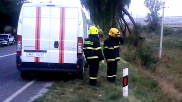 Pompierii şi salvatorii, la datorie. Au avut ZECI DE URGENŢE în doar 24 de ore