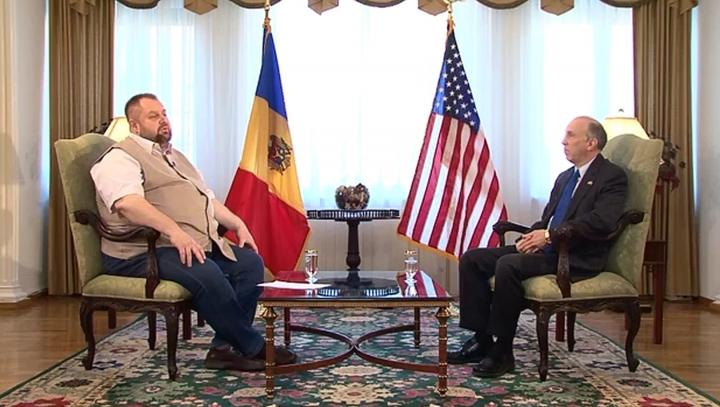 Ambasadorul James Pettit: Moldova trebuie să-şi modernizeze armata