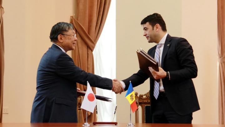 Japonia oferă bani Moldovei pentru modernizarea instituţiilor de învăţământ