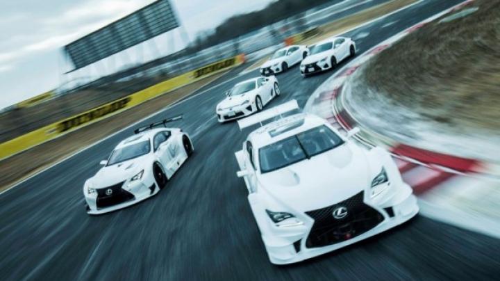 Lexus ne arată dansul modelelor F pe circuitul Fuji Speedway (VIDEO)