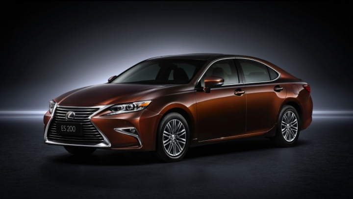 Lexus a restilizat sedanul ES şi i-a montat un propulsor cu 4 cilindri de 2.0 litri (FOTO)