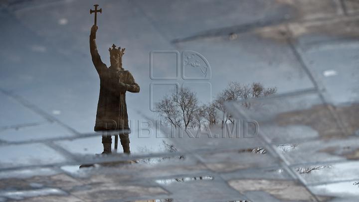 INCREDIBIL! Monumentul lui Ştefan cel Mare a dispărut din centrul Capitalei (VIDEO)