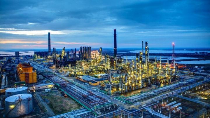 REPORTAJ AUTOSTRADA.MD: Cum este obţinut combustibilul la o rafinărie din România