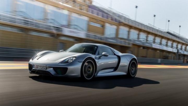 Porsche 918 Spyder face o călătorie de 1000 de km în semn de mulțumire fanilor de pe Facebook