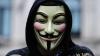 MINUNĂŢIE pe străzile Chişinăului! Un șofer poartă masca Anonymous în timp ce conduce mașina (FOTO)
