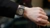 (VIDEO) Îngheţat, împuşcat şi aruncat în aer! Un Apple Watch a fost supus unor TESTE EXTREME