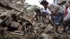Minune în Nepal. Doi tineri au fost salvaţi după ce au stat cinci zile sub ruine