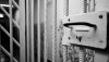 Trei dintre SUSPECȚII reținuți în dosarul licitațiilor trucate din medicină ar putea REVENI în izolator