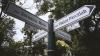 Reacţia trecătorilor la proiectul Primăriei Chişinău de instalare a pilonilor cu denumiri de străzi