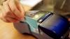 Cardul bancar, tot mai SOLICITAT în Moldova. Cu cât a crescut numărul utilizatorilor în 2015