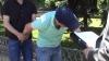Un medic din cadrul MAI, încătuşat în stradă. Propunerea ruşinoasă făcută unui tânăr (VIDEO)