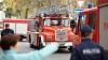 Pompierii la datorie! Ce se întâmplă dacă drumul pe unde trebuie să treacă e blocat de maşini (VIDEO)