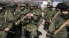 Soldații ruși aduc unități de artilerie grea și lansatoare de rachete la frontiera cu Ucraina