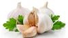 TRUC! Cum se curăţă usturoiul? Ai nevoie de un simplu borcan (VIDEO)