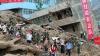 MOMENTUL prăbuşirii unei clădiri din cauza ploilor şi a alunecărilor de teren (VIDEO)